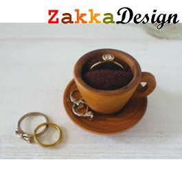 Decole Cinq Cafe Design: Cup and Saucer Card Ring Holder